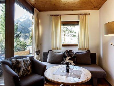 Terrassenzimmer_Edelweiss_Wohnbereich_Alpenrose_Schruns